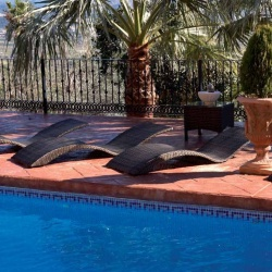 Tumbonas de piscina en m dula sint tica mobiliario - Tumbonas para piscina ...